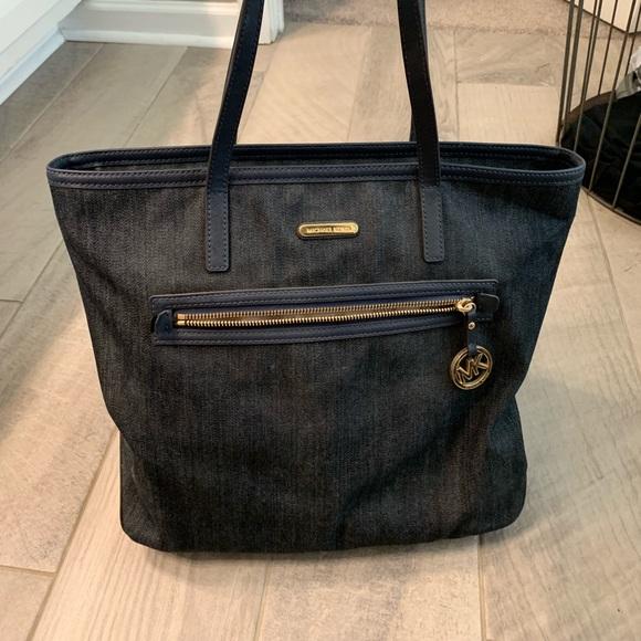 Michael Kors Handbags - Mk tote